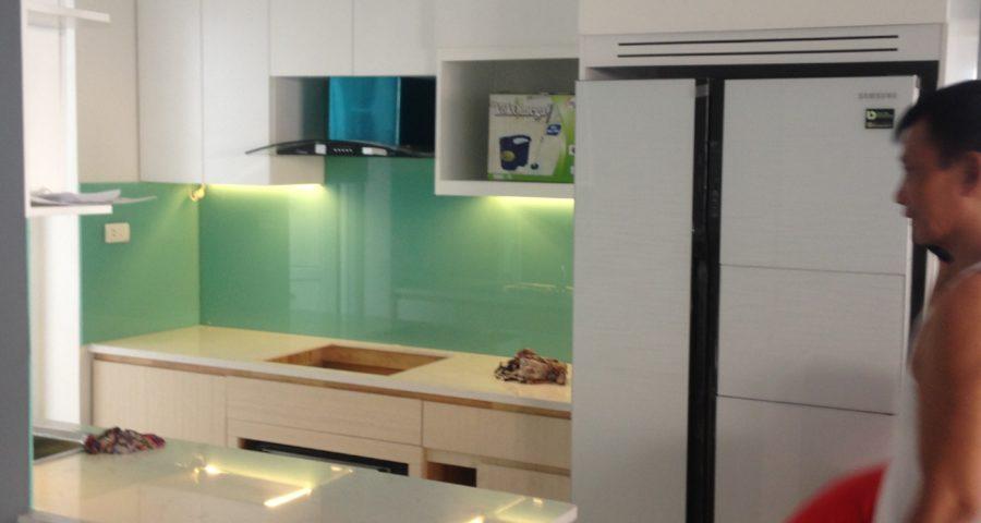 Tiêu chuẩn kỹ thuật cần biết khi ốp kính trang trí nhà bếp.